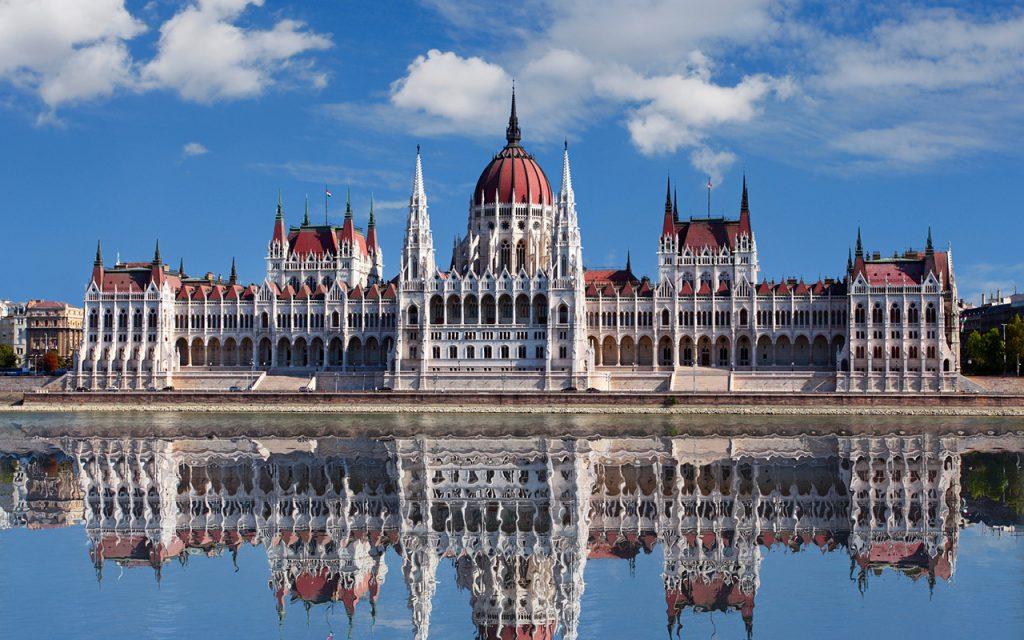 Parlamento-de-Budapest-de-dia