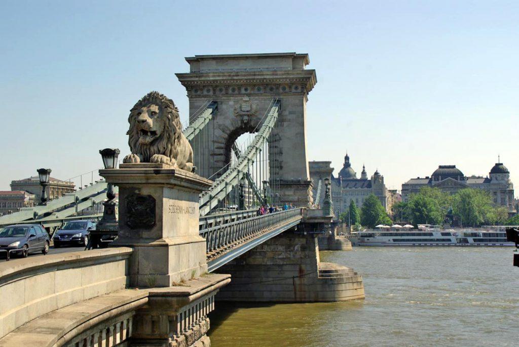 Puente-de-las-Cadenas-en-Budapest