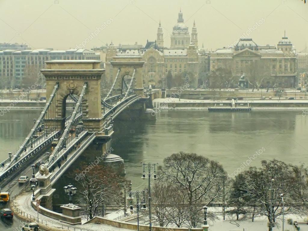 Puente-de-las-Cadenas-en-invierno