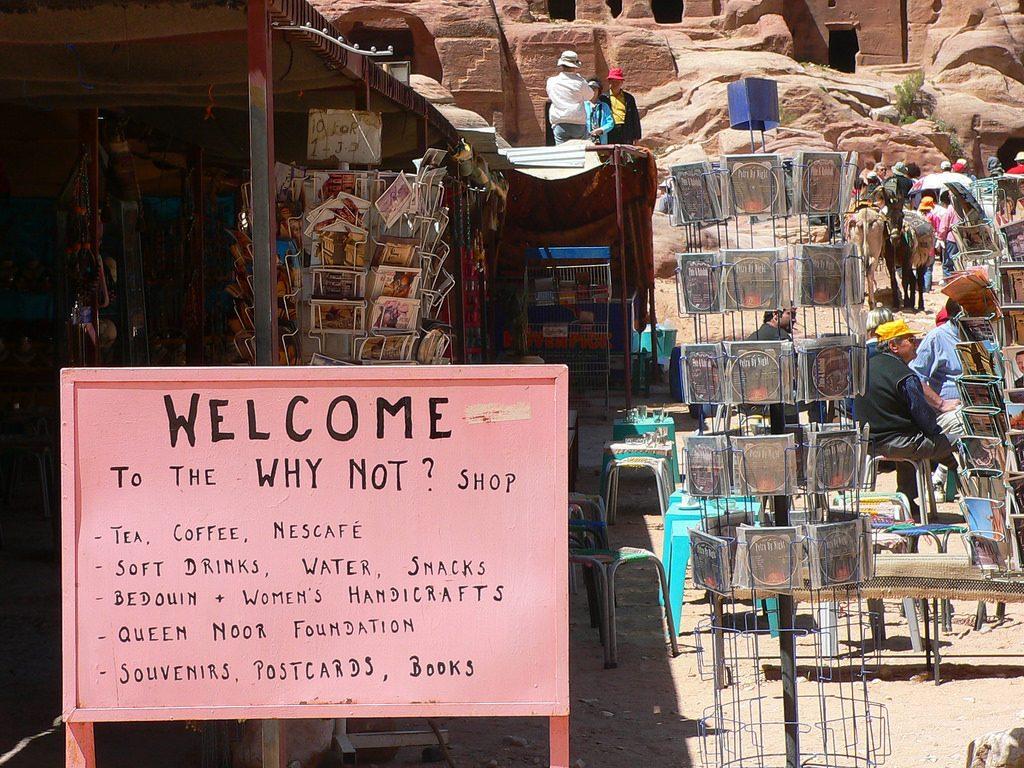 Souvenir-a-la-venta-en-Petra-1
