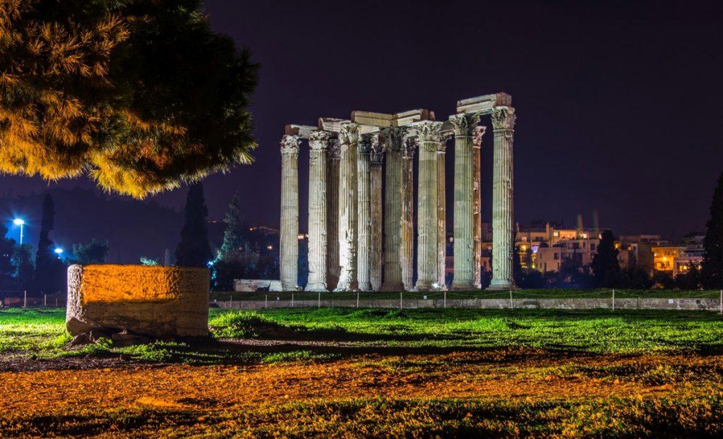 Templo-de-Zeus-Olimpico-de-noche
